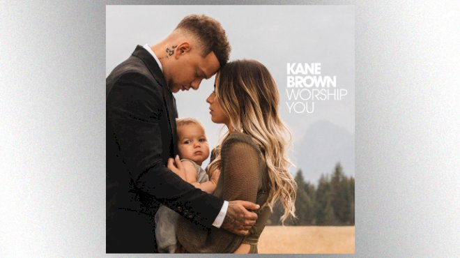 """kane-brown-wraps-his-arms-around-a-""""worldwide-beautiful""""-future-for-country-music"""