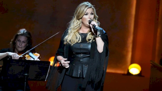 "trisha-yearwood-admits-it-can-be-tough-to-age-gracefully-in-the-public-eye:-""i-think-about-it-a-lot"""