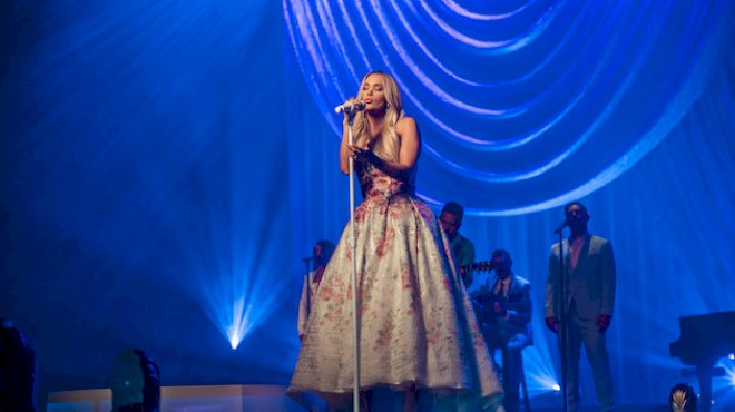 carrie-underwood's-easter-sunday-'my-savior'-livestream-show-raised-over-$112,000-for-charity